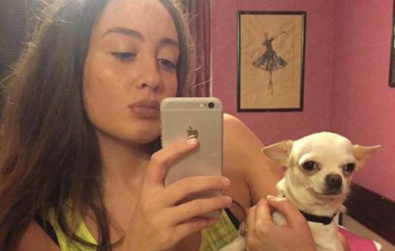 ანა მარგველაშვილის ძაღლმა ბალიში გააუპატიურა (ვიდეო)