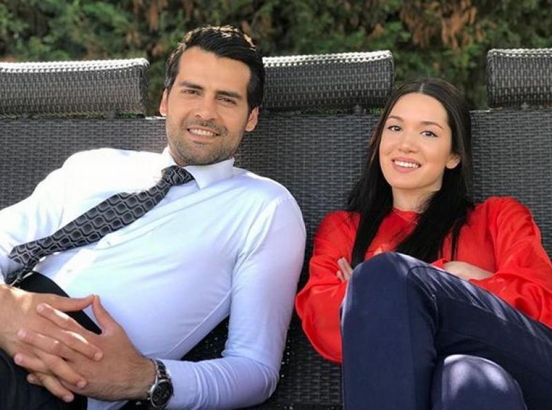 ერქან მერიჩის და ჰაზალ სუბაშის რომანტიკული ფოტო თურქული მედიის ყურადღების ცენტრში მოექცა