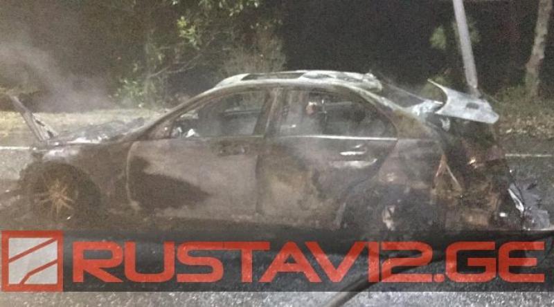 ასე გამოიყურება მანქანა, რომელშიც 19 წლის ბიჭები დაიწვენენ გვიან ღამით ქუთაისში