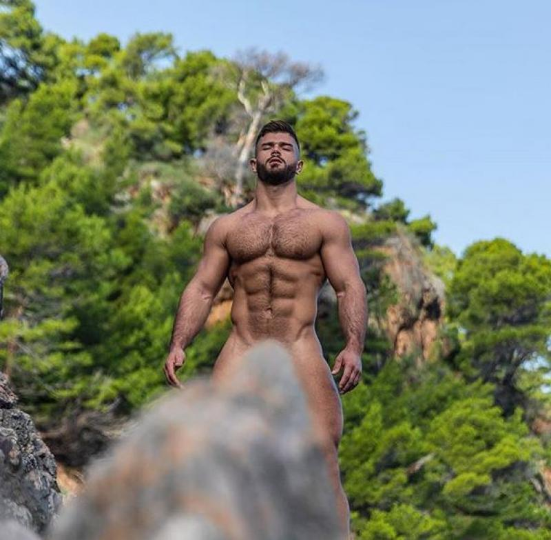 კაცის სხეულის სიშიშვლე ასე ესთეტიურად ჯერ არავის წარმოუჩენია - ფოტოები, რომლებსაც ძნელია უემოციოდ გაუძლოთ (+18)