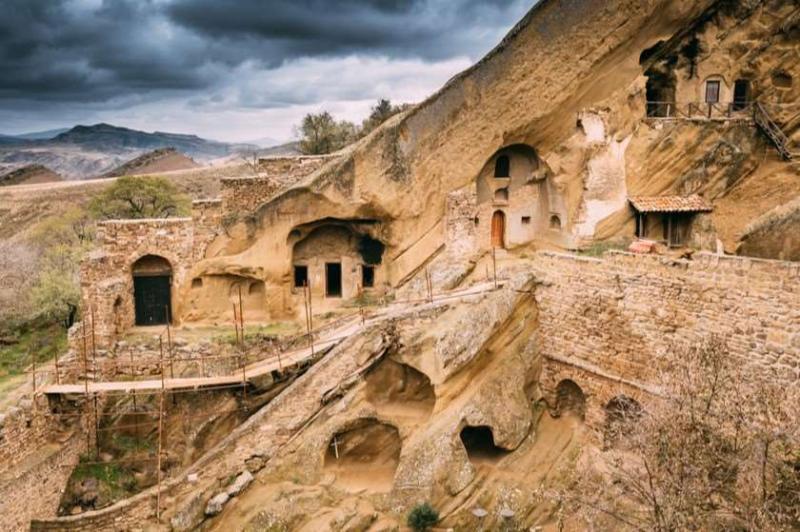 სასწრაფოდ: რა ჩაიდინეს აზერბაიჯანელმა მესაზღვრეებმა დავით გარეჯში ამას არავინ ელოდა ხატები გამოტანეს უდაბნოს ტაძრებიდან